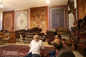 Miguel Littin visited Isfahan on his travel to Iran - bying Iranian carpet - Photo: Mohsen Eslamzade
